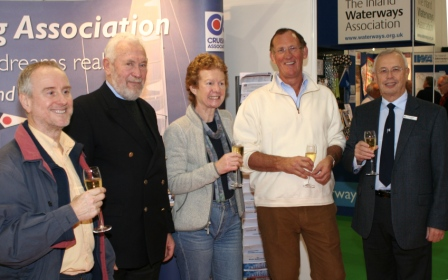 The 4,000th CA Member, Eric Roberts, is welcomed by fellow members (l to r) Paul Chandler, Patron Sir Robin Knox-Johnston, Rachel Chandler, and President Stuart Bradley
